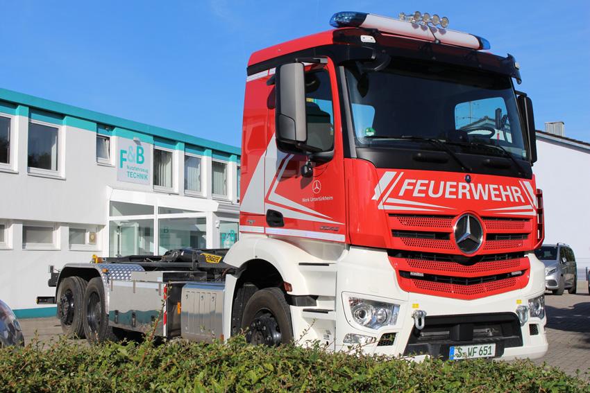 Feuerwehrwechselladerfahrzeug